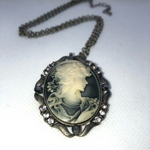 vintage inspired Jewelry - Beautiful Grayscale Cameo Necklace